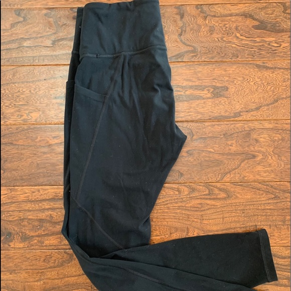 Athleta Salutation Tight black, stash pocket!